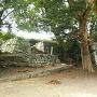 本丸跡内側の南西方向から見る石垣
