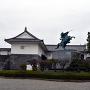 東大手門と最上義光銅像