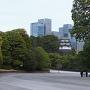 都心のビルと江戸城