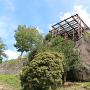本丸巨石の上に建つ展望台
