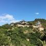 因島村上氏一族の墓地へ向かう途中の坂より