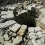 一石五輪塔が転用された井戸の跡