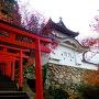 赤い鳥居と櫓