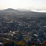 本丸跡から琵琶湖、彦根城を望む