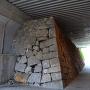 高架下の石垣