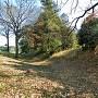 北側の堀と土塁