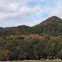 城下町跡から望む勢福寺城跡(城山)