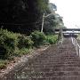 三の山に登る階段