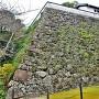 藤兵衛丸石垣と旧山里倉庫(西側)