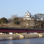 橋越しの杵築城[提供:坂井市観光連盟]