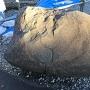 発掘された刻印入りの石垣の石