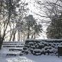 雪の本丸跡・復元石垣