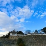 不明門(あかずのもん)と本段の石垣遠景