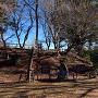 土塁・堅木植樹碑