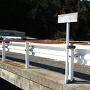 橋の上の案内板