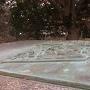 横から見た銅板のジオラマ