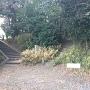 二の丸跡の八幡社にある「善恵坊の碑」
