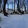 雪に埋もれた土塁
