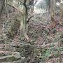 井戸と登り石塁