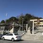 神前神社と城山(左後方)