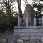淀城趾の碑