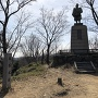本丸跡、楠木正行公銅像