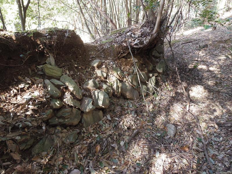 城館土塁の石積み
