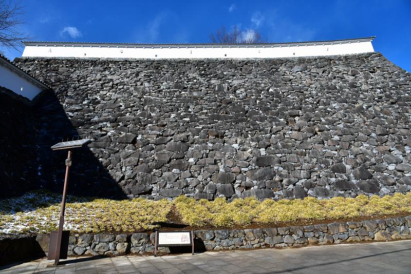 数寄屋曲輪の高石垣