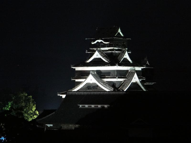 ライトアップ天守(市役所14階から)[熊本城]